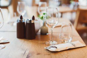 Gedeckter Tisch in der Heimat